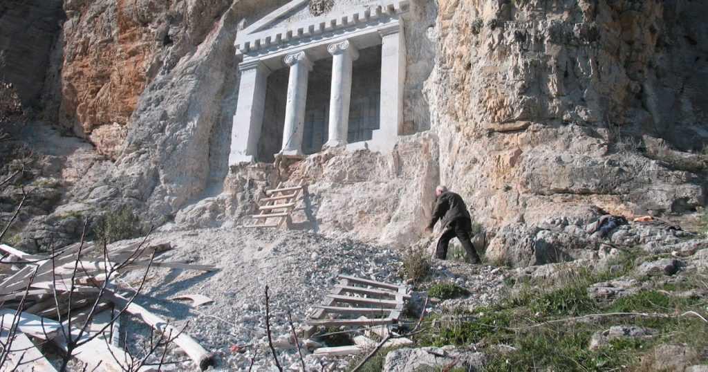 Nişanyan Kaya Mezarı