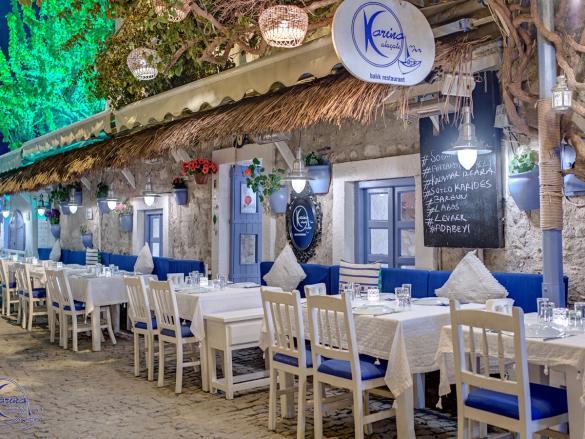 izmir Çeşme Yöresel Lezzetlerin Sunulduğu Küçük Restoranlar ve Kafeler