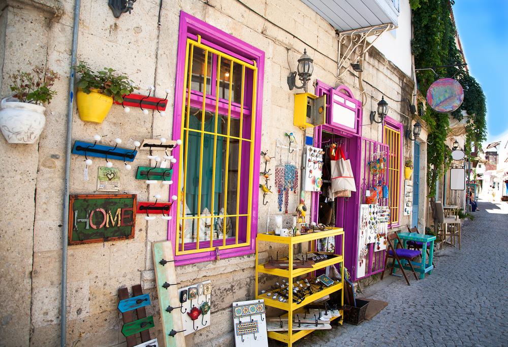 Çeşme Yöresel Lezzetlerin Sunulduğu Küçük Restoranlar ve Kafeler