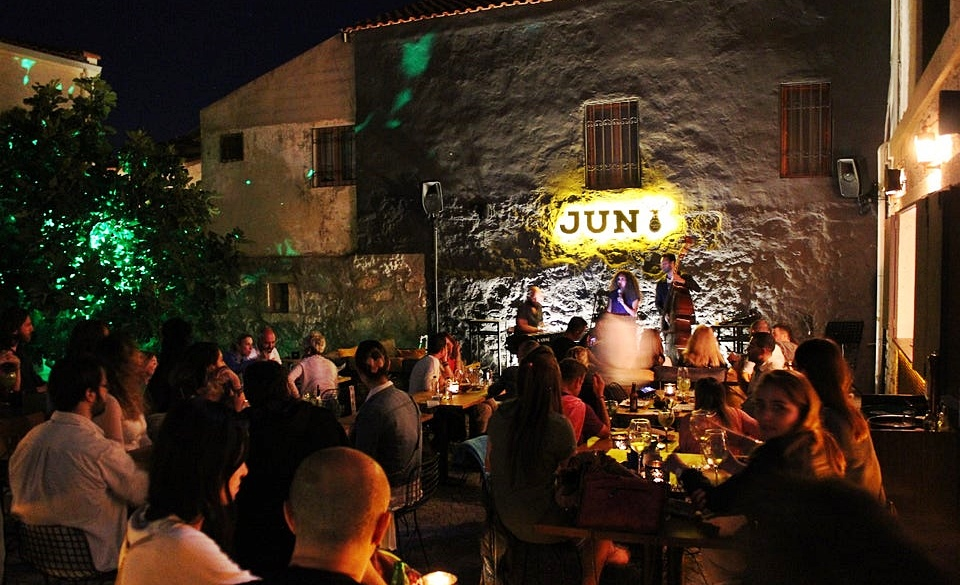 Jun Bistro Pub