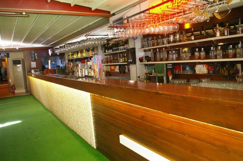 Twentysix-Cafe bar