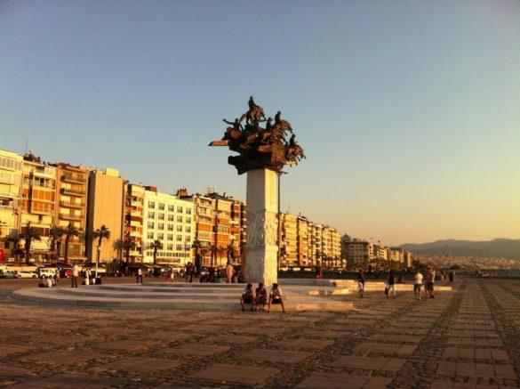 İzmir Gündoğdu Meydanı Konak