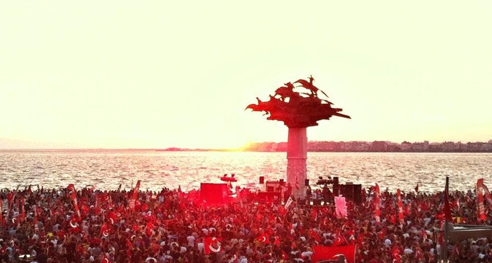İzmir Gündoğdu Meydanı Toplantı