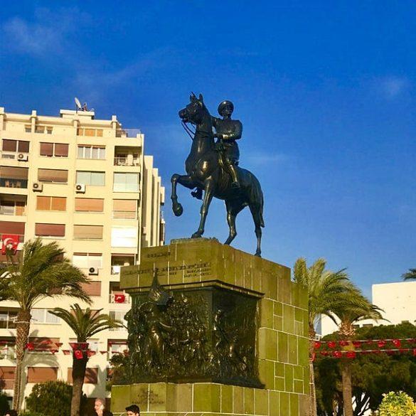Cumhuriyet Meydanı İzmir