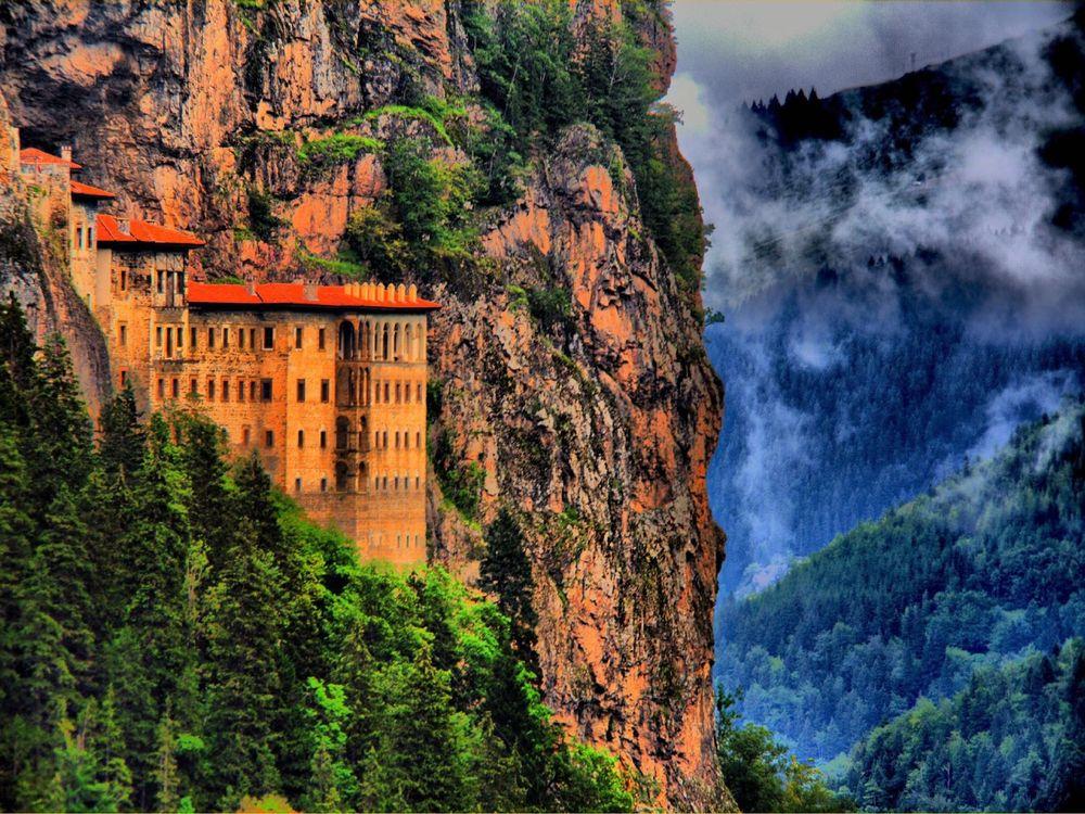 Maçka'da Sümela Manastırı
