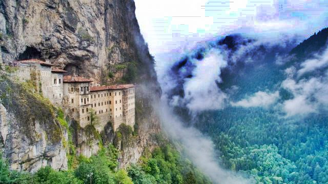 Trabzon Maçka'da Sümela Manastırı Resmi