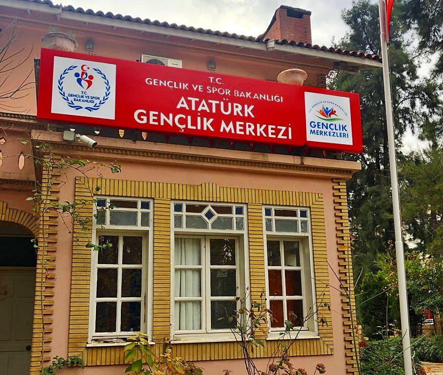 İzmir Atatürk Gençlik Merkezi