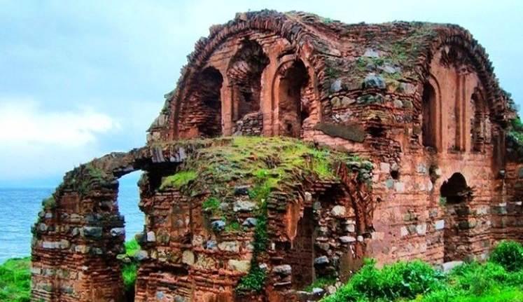 Tarihi Kurşunlu Manastırı