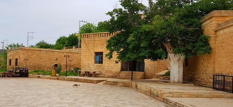 Sultan Şeyhmus Ezzuli Turbesi