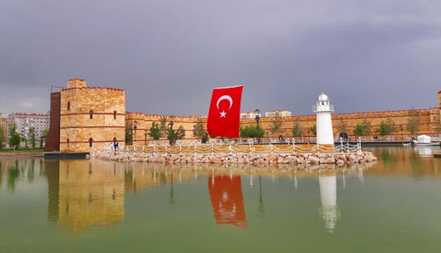Ecdat Parkı Gölü