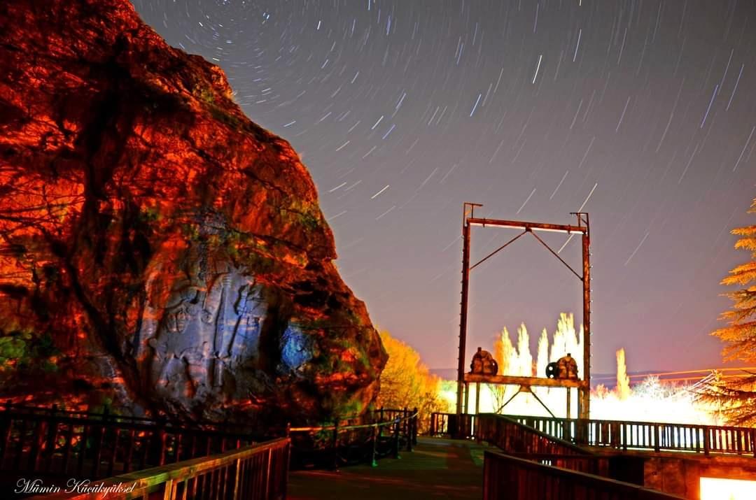 İvriz Kaya Anıtı Akşam