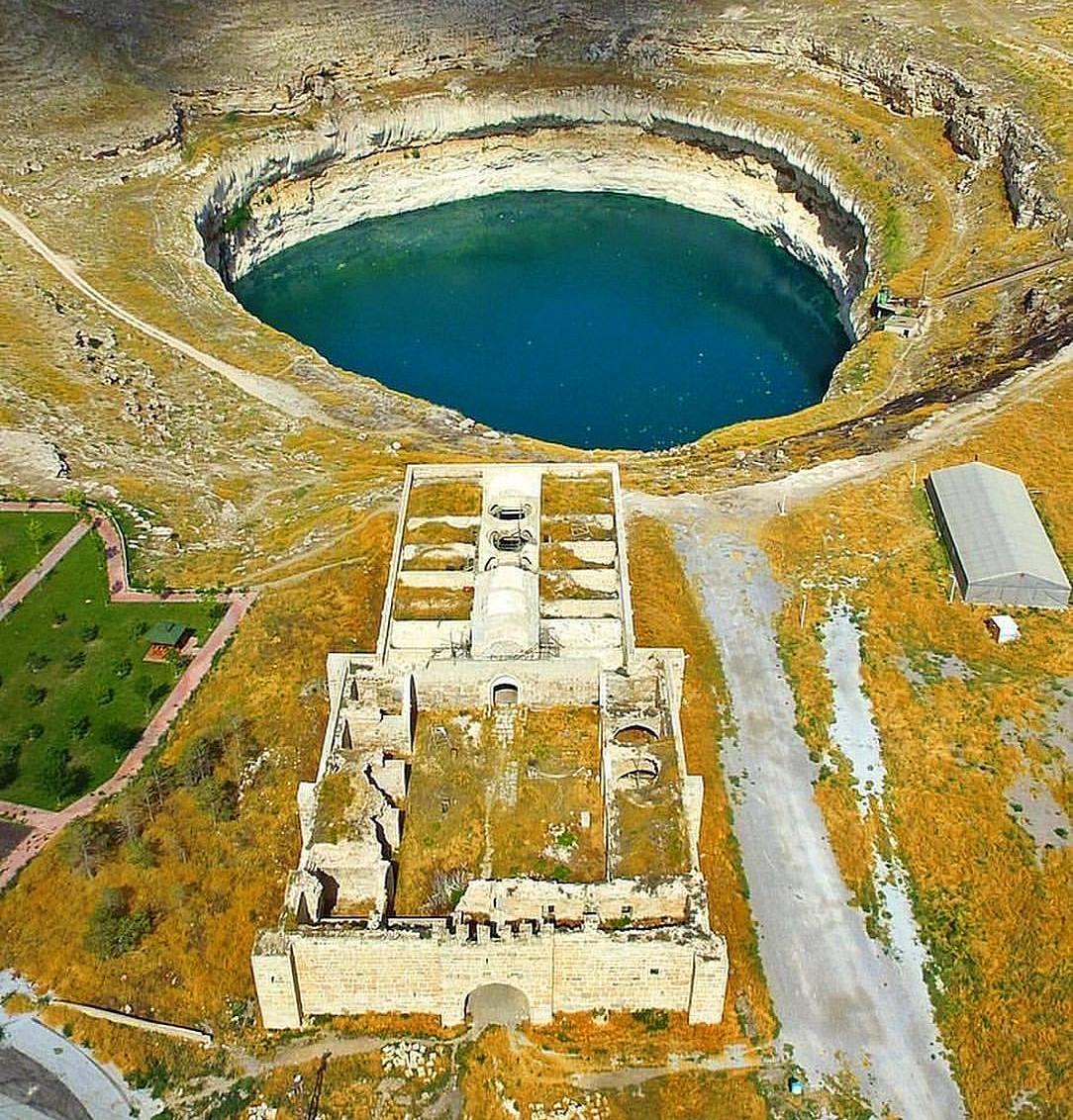 Tarihi Yerde Obruk Gölü